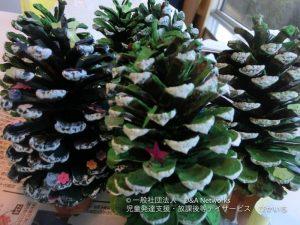 まつぼっくりでクリスマスツリーをつくろう!①