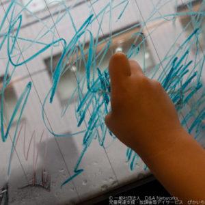 210405窓にかけるクレヨンでお絵かきをしよう!